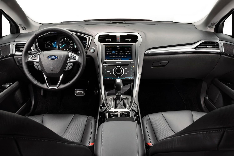 Ford Fusion SE Sedan Dashboard (2013 model year shown)