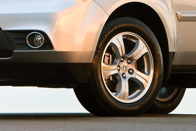 Honda Pilot EX-L 4dr SUV Wheel (2013 model year shown)