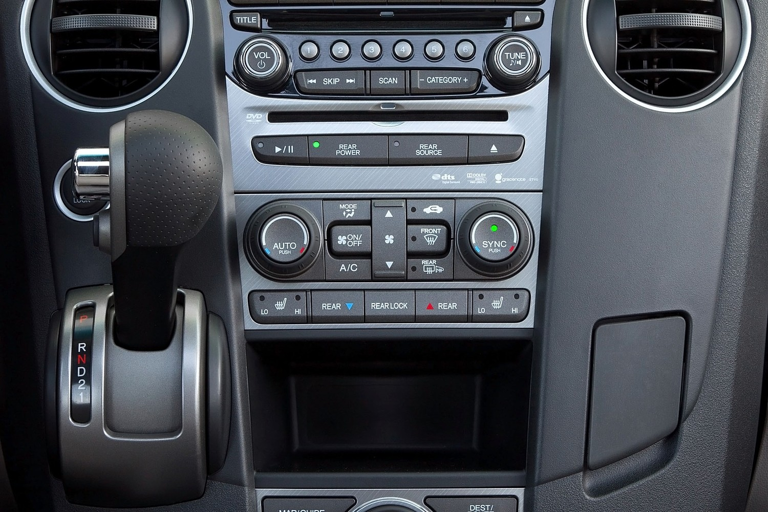 Honda Pilot Touring 4dr SUV Center Console (2013 model year shown)