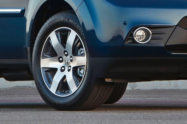 Honda Pilot Touring 4dr SUV Wheel (2013 model year shown)
