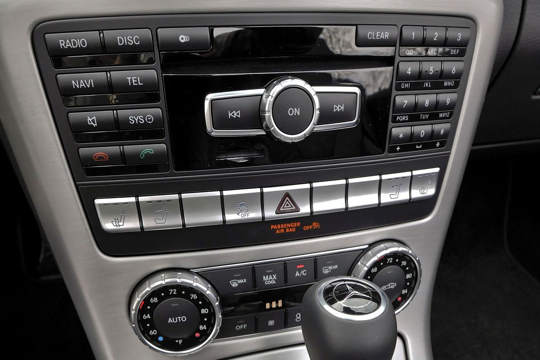 Mercedes-Benz SLK-Class SLK350 Convertible Center Console (2013 model year shown)