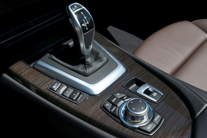 BMW Z4 sDrive28i Convertible Shifter (2012 model year shown)