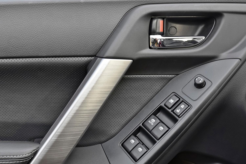 Subaru Forester 2.5i Premium PZEV 4dr SUV Interior Detail (2014 model year shown)