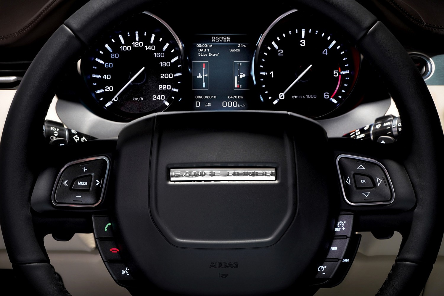Land Rover Range Rover Evoque Pure Plus 2dr SUV Steering Wheel Detail (2013 model year shown)