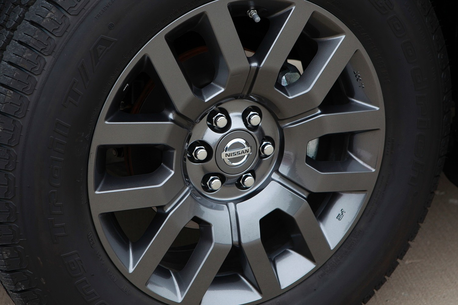 Nissan Frontier SV Extended Cab Pickup Wheel (2013 model year shown)