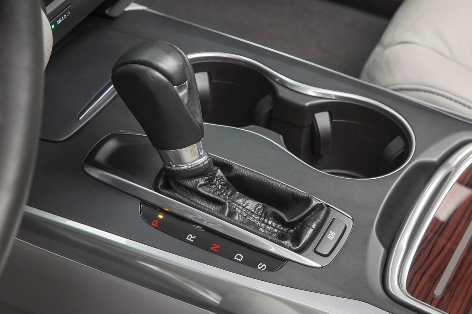 Acura MDX SH-AWD w/Technology and Entertainment Packages 4dr SUV Shifter (2014 model year shown)