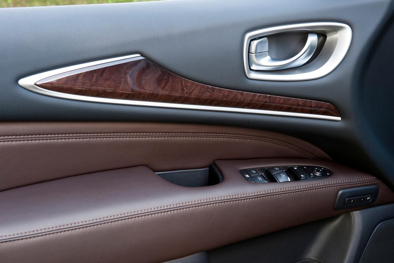 Infiniti QX60 Hybrid 4dr SUV Interior Detail (2014 model year shown)