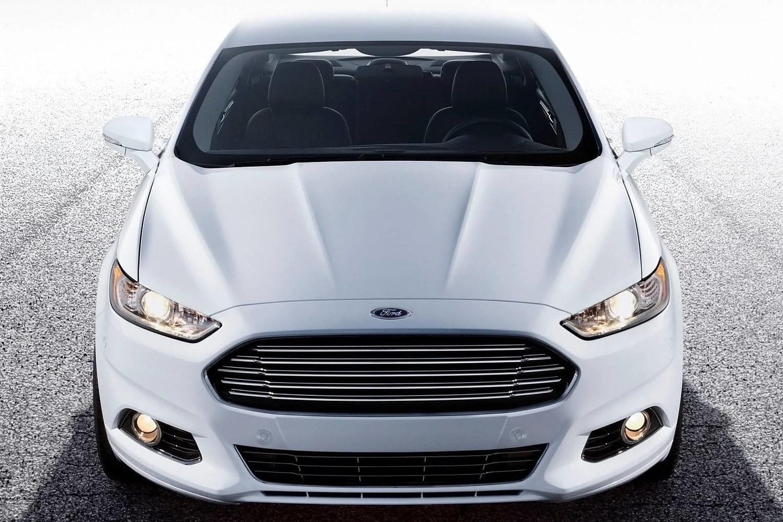 Ford Fusion SE Sedan Exterior (2014 model year shown)