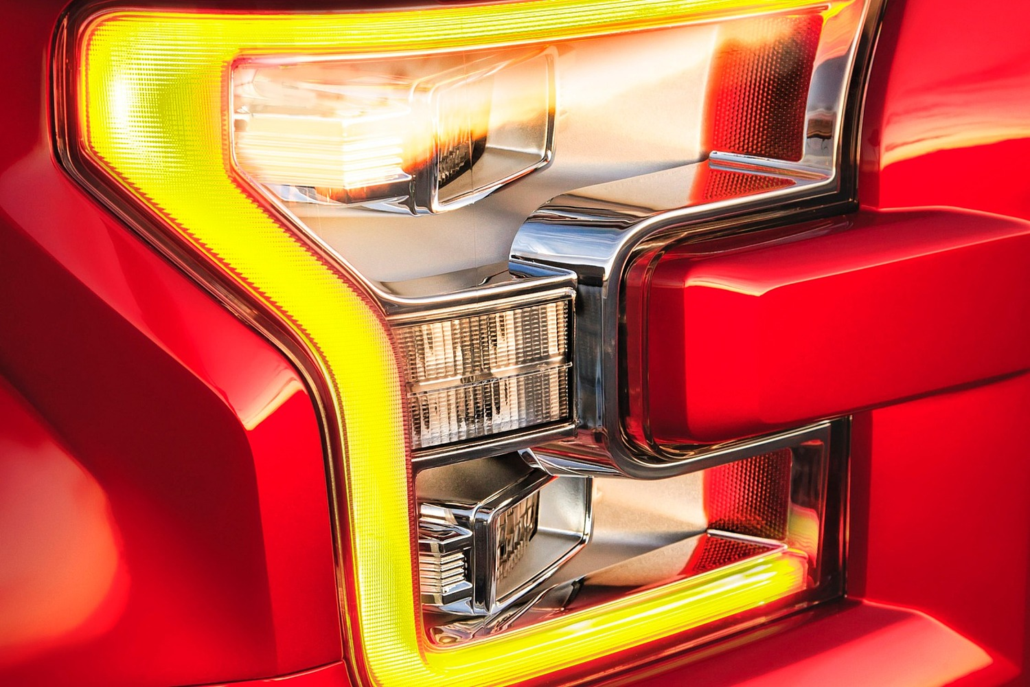 2015 Ford F-150 Platinum Crew Cab Pickup Headlamp Detail