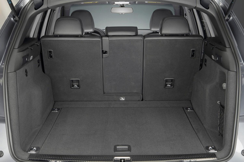 Audi Q5 3.0T Prestige quattro 4dr SUV Cargo Area (2014 model year shown)