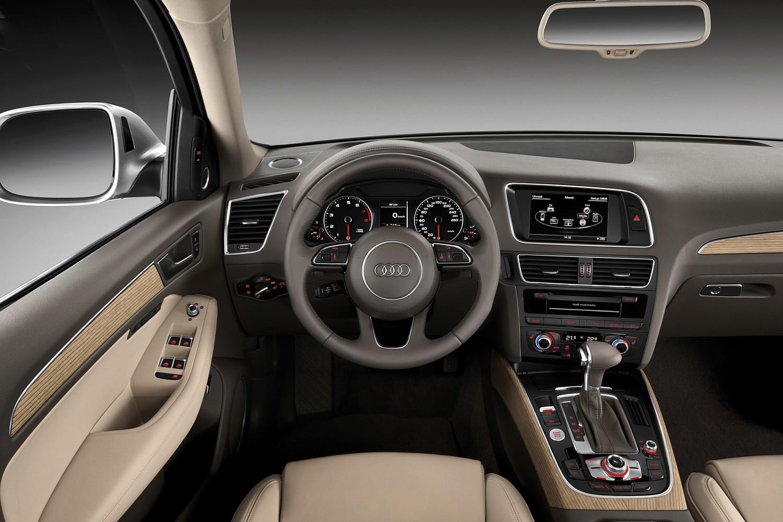 Audi Q5 3.0T Prestige quattro 4dr SUV Dashboard (2014 model year shown)