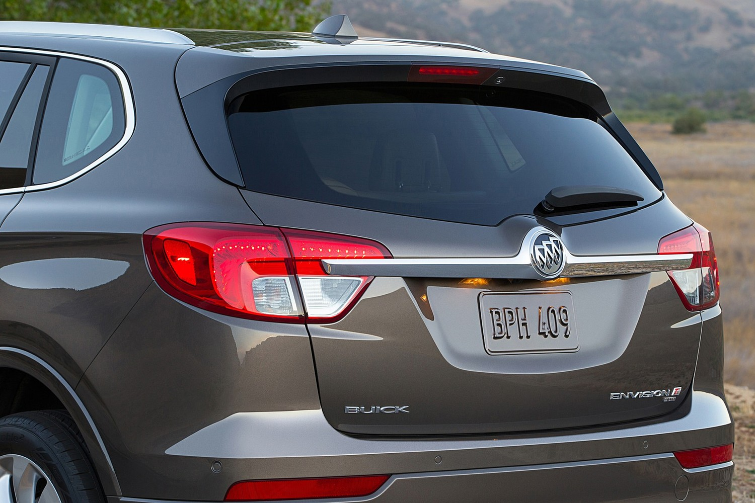 Buick Envision Premium II 4dr SUV Exterior Detail (2016 model year shown)