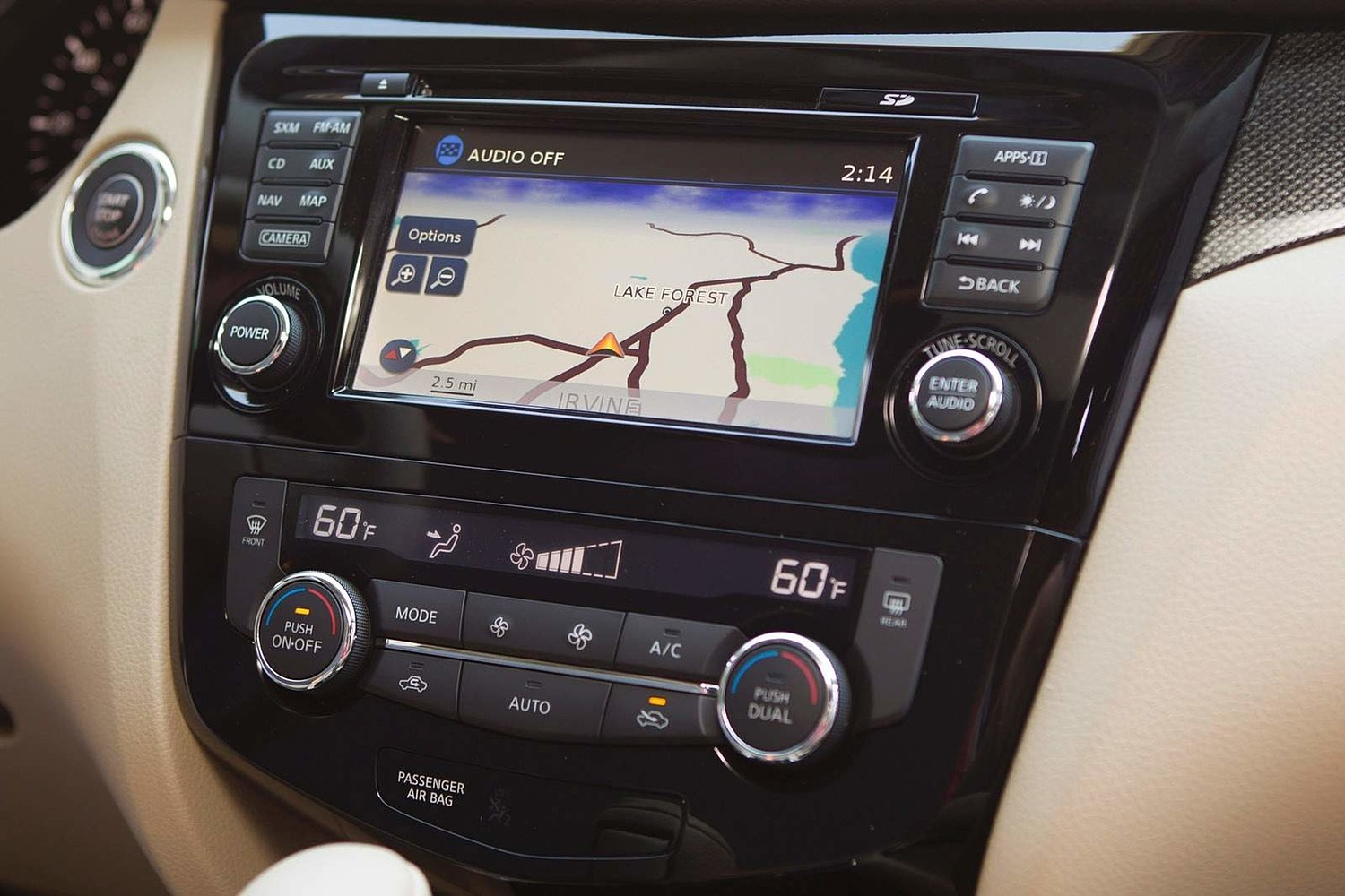 Nissan Rogue SL 4dr SUV Navigation System (2014 model year shown)