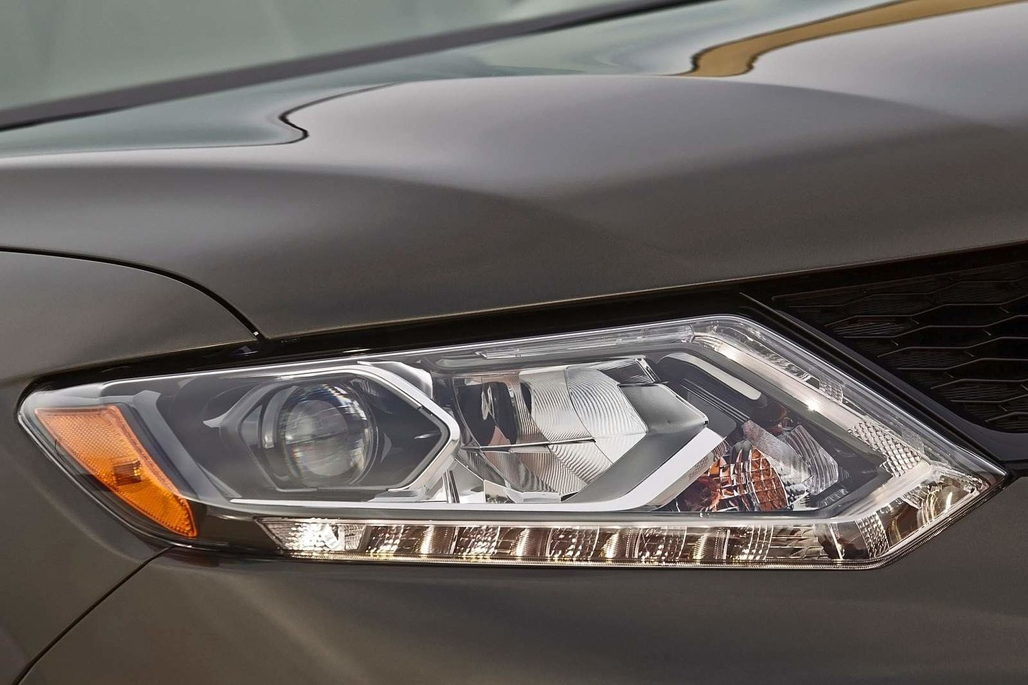 Nissan Rogue SL 4dr SUV Headlamp Detail (2014 model year shown)