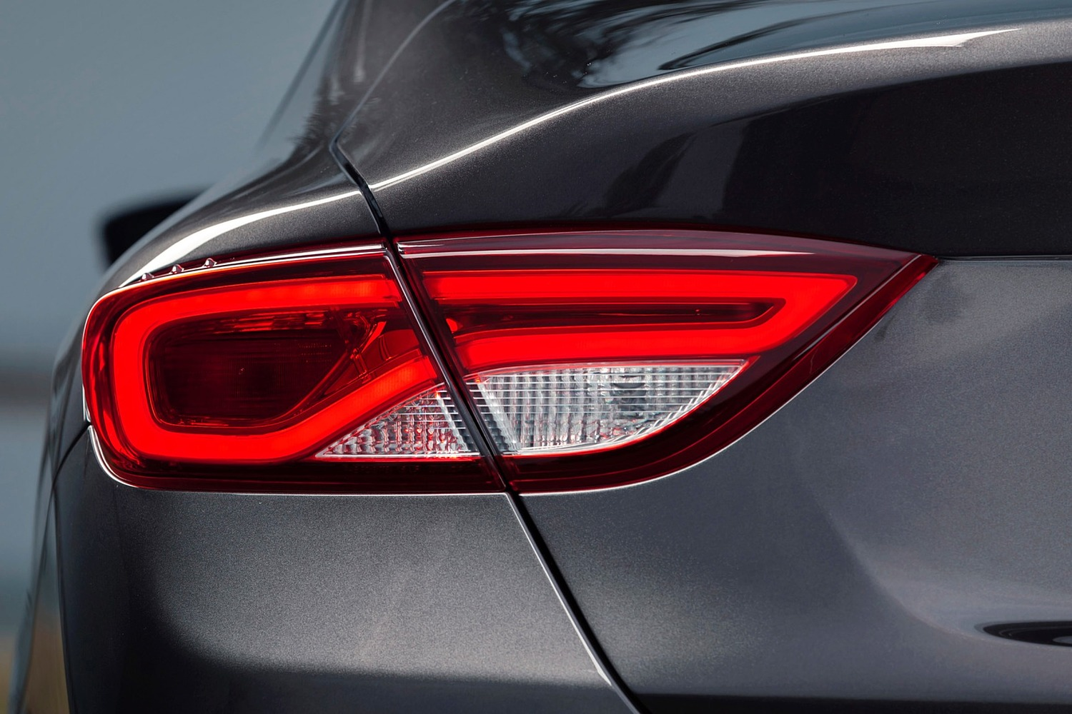 Chrysler 200 C Sedan Taillamp Detail (2015 model year shown)