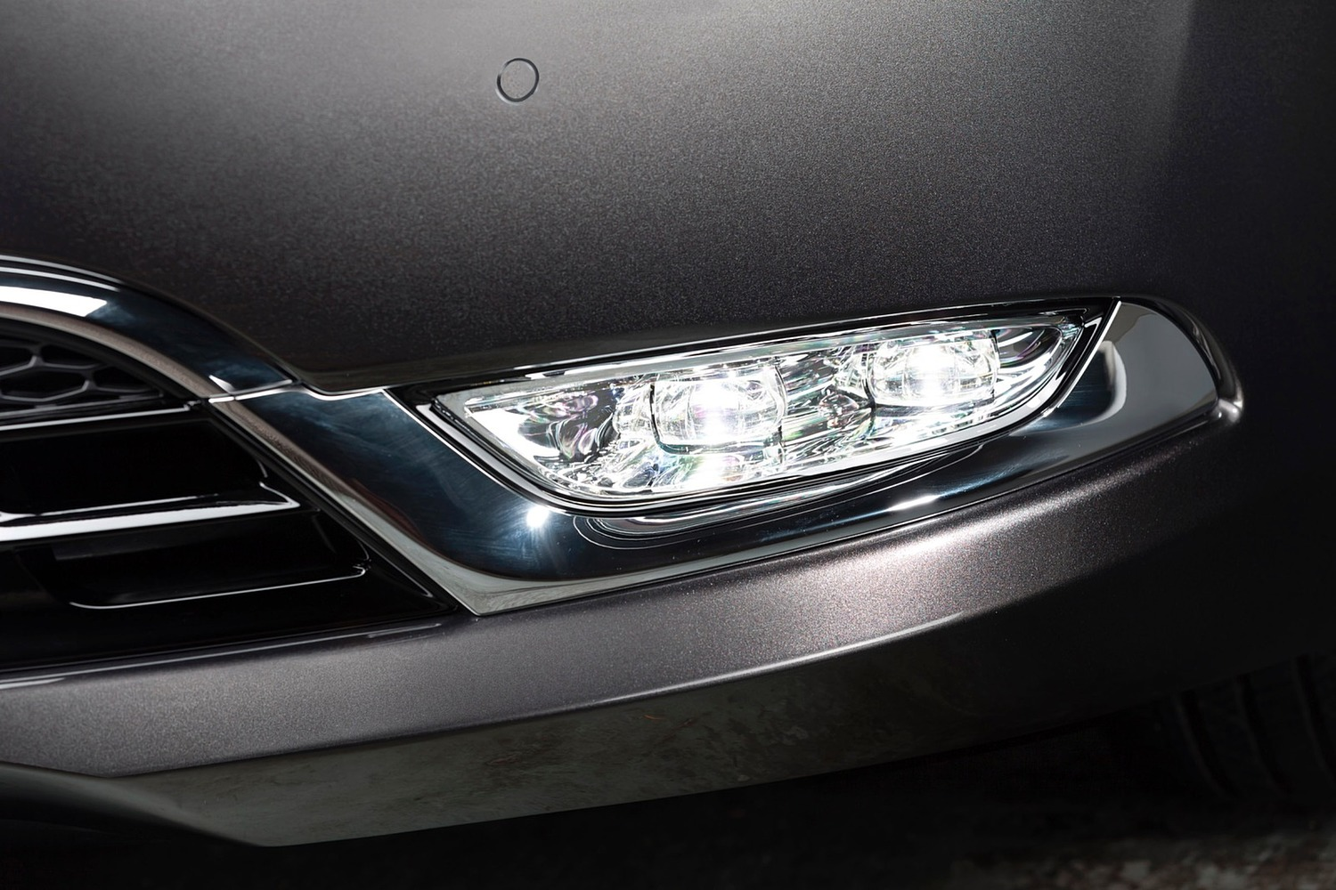 Chrysler 200 C Sedan Fog Light (2015 model year shown)