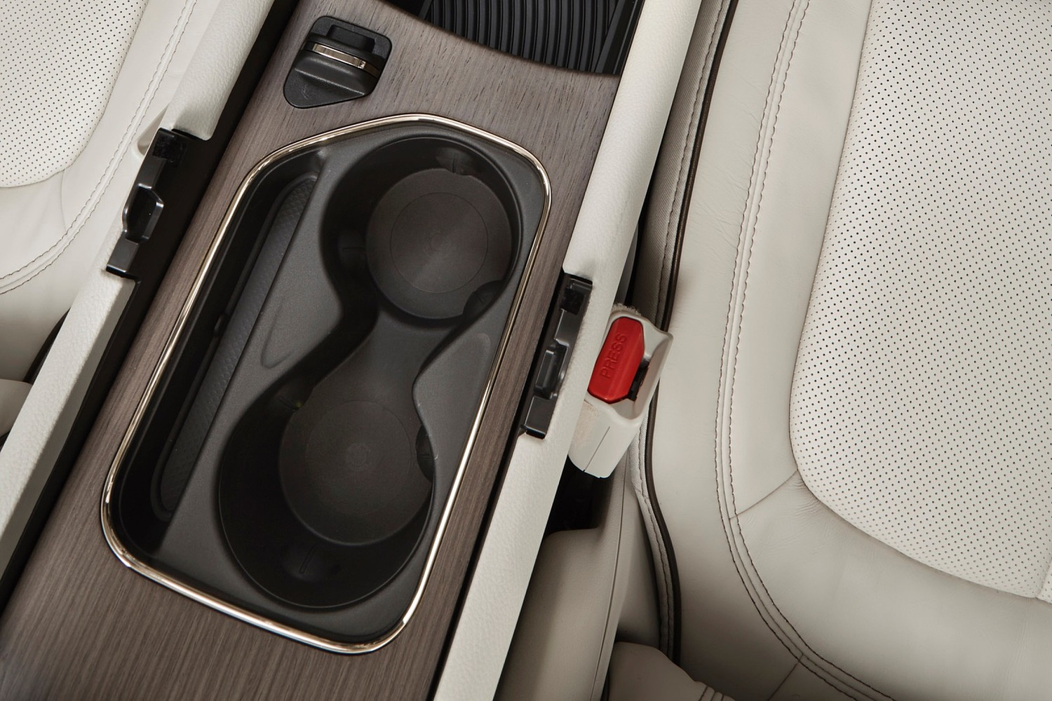 Chrysler 200 C Sedan Cupholders (2015 model year shown)