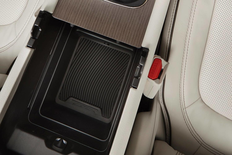 2015 Chrysler 200 C Sedan Center Console