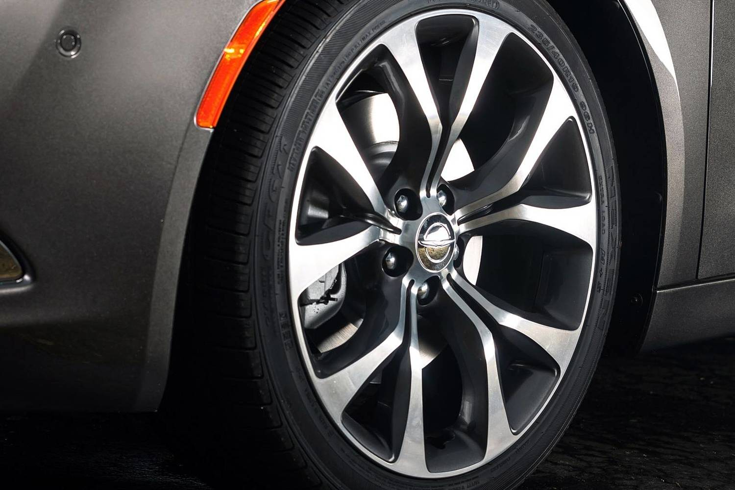 Chrysler 200 C Sedan Wheel (2015 model year shown)