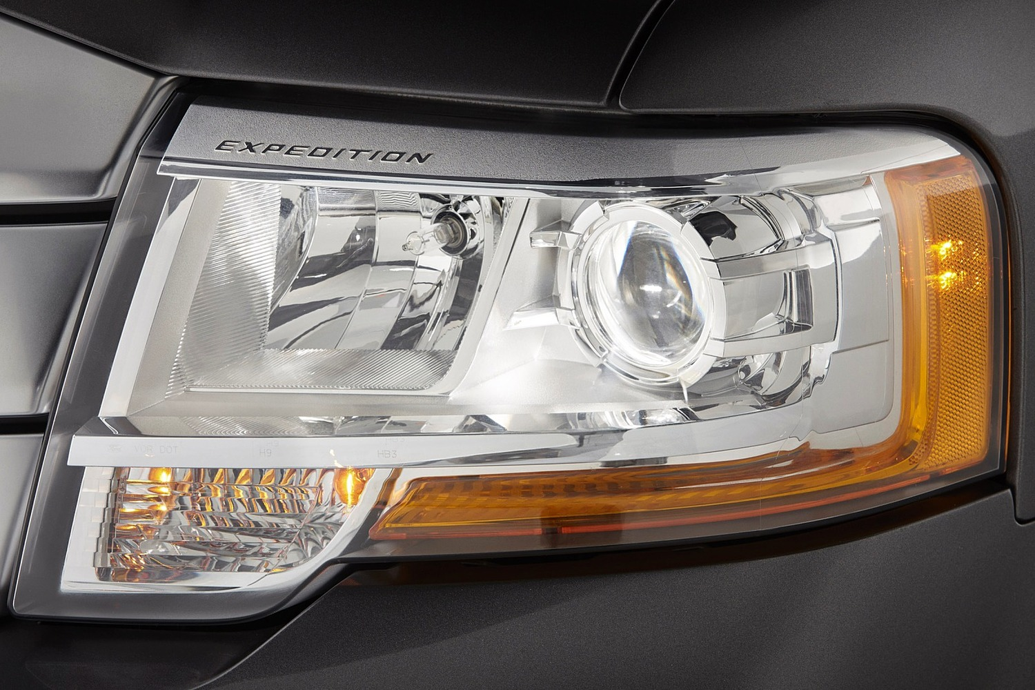 Ford Expedition Platinum 4dr SUV Headlamp Detail (2015 model year shown)