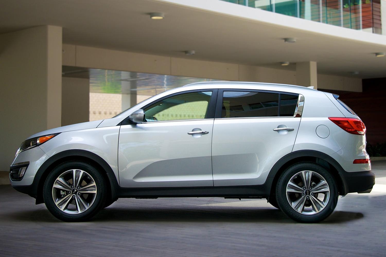 Kia Sportage EX 4dr SUV Profile Shown (2014 model year shown)