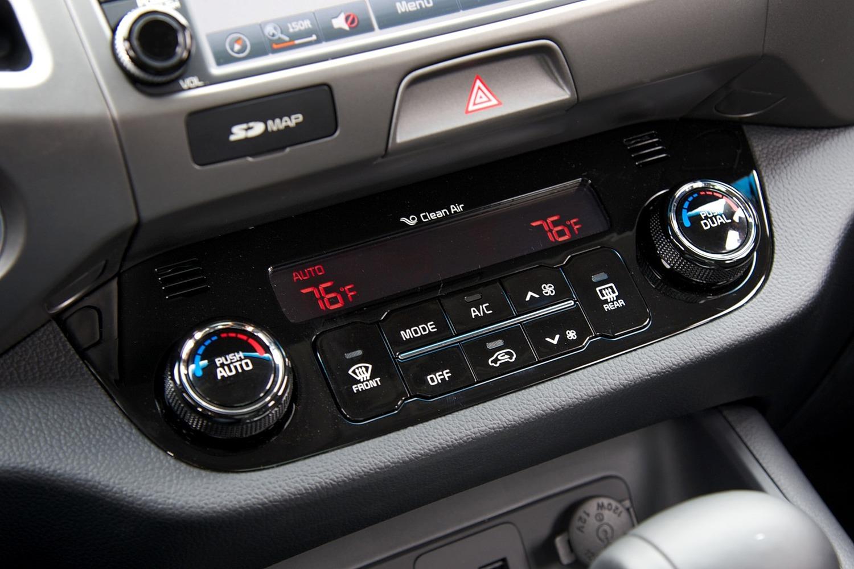 Kia Sportage EX 4dr SUV Center Console Shown (2014 model year shown)