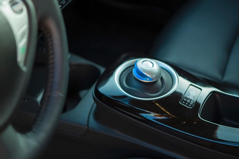 Nissan Leaf SL 4dr Hatchback Shifter (2014 model year shown)