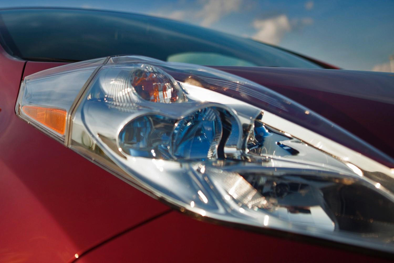 Nissan Leaf SL 4dr Hatchback Headlamp Detail (2014 model year shown)