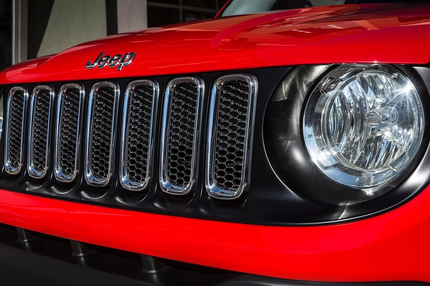 2015 Jeep Renegade Latitude 4dr SUV Front Badge