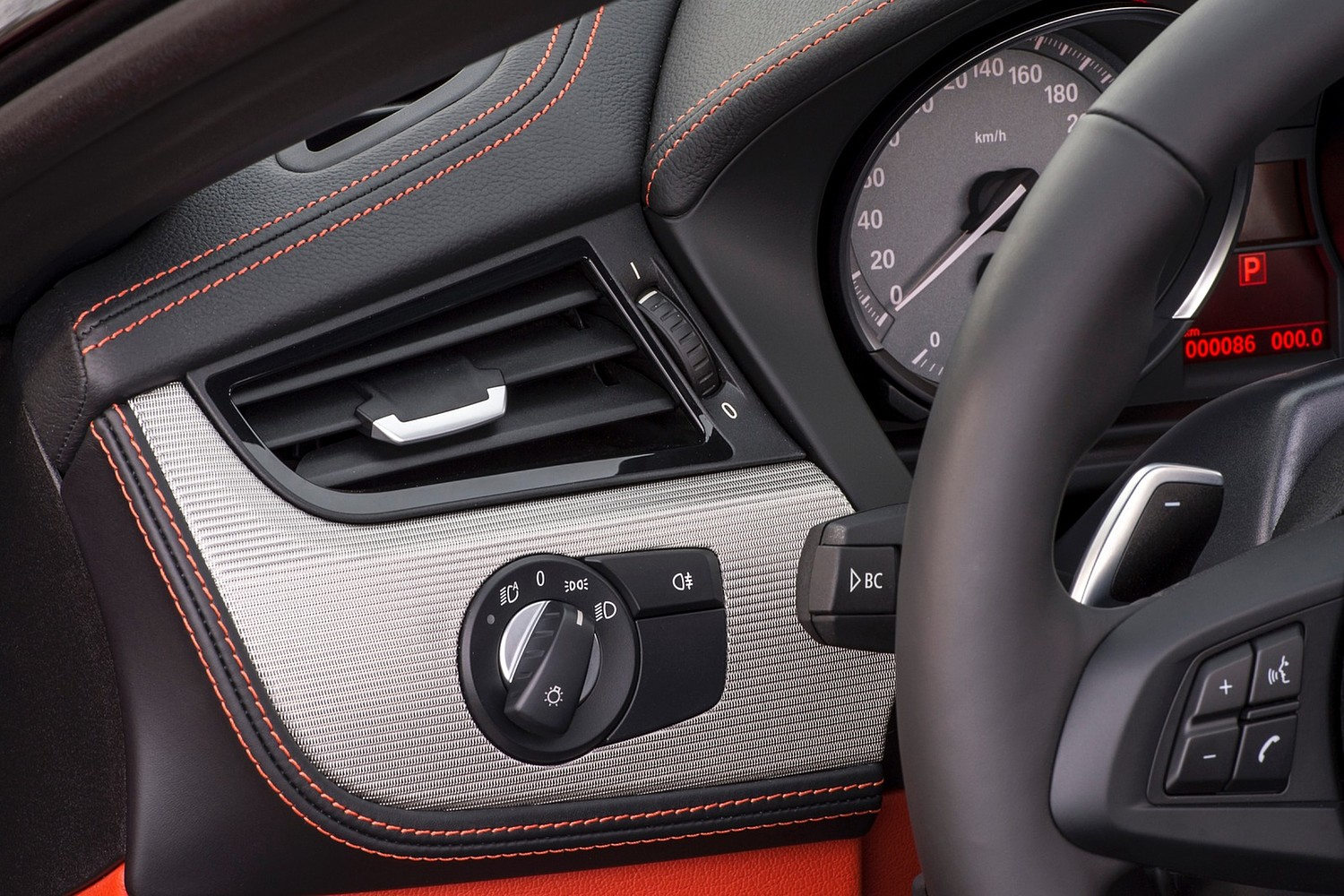 2015 BMW Z4 sDrive35is Convertible Interior Detail