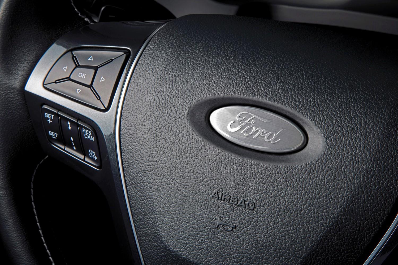2016 Ford Explorer Platinum Steering Wheel Detail