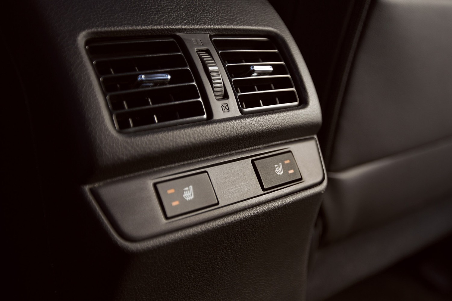2015 Subaru Outback 3.6R Limited Wagon Interior Detail