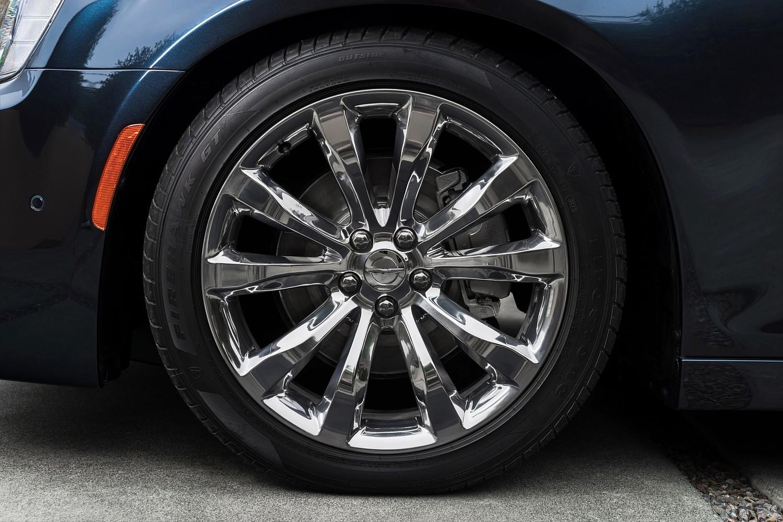 2015 Chrysler 300 C Platinum Sedan Wheel