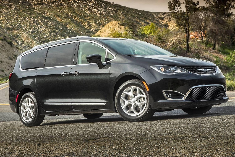 2017 Chrysler Pacifica Touring-L Plus Passenger Minivan Exterior Shown