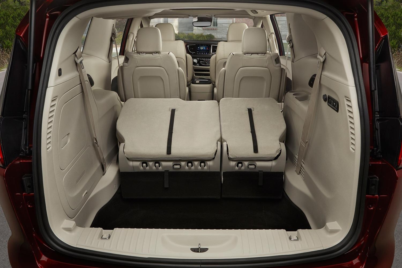 2017 Chrysler Pacifica Limited Passenger Minivan Cargo Area