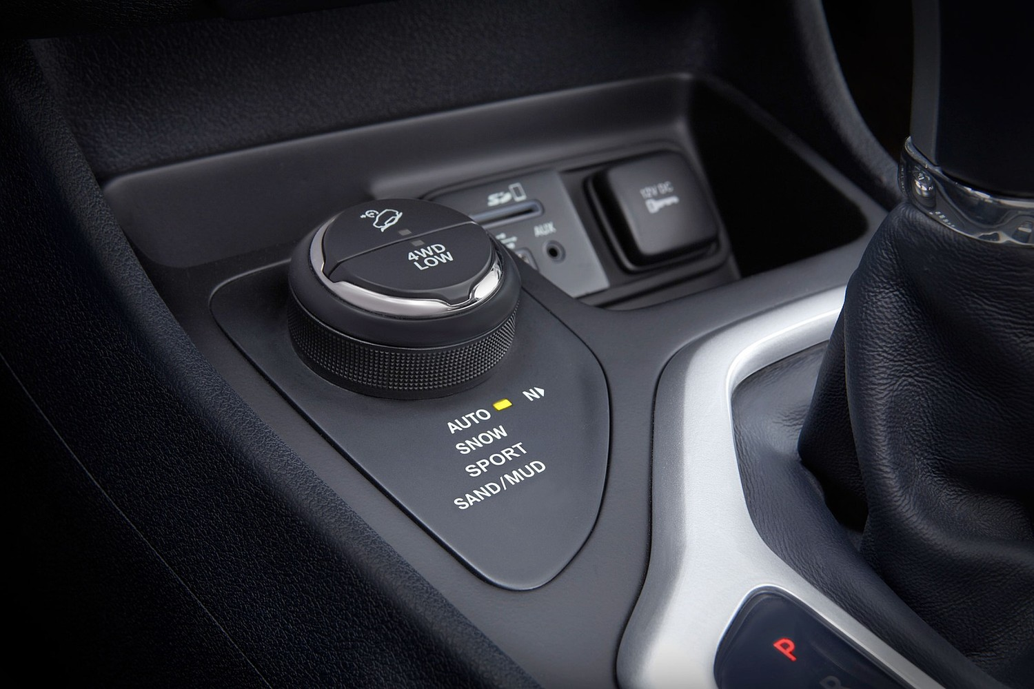 Jeep Cherokee Limited 4dr SUV Interior Detail (2015 model year shown)