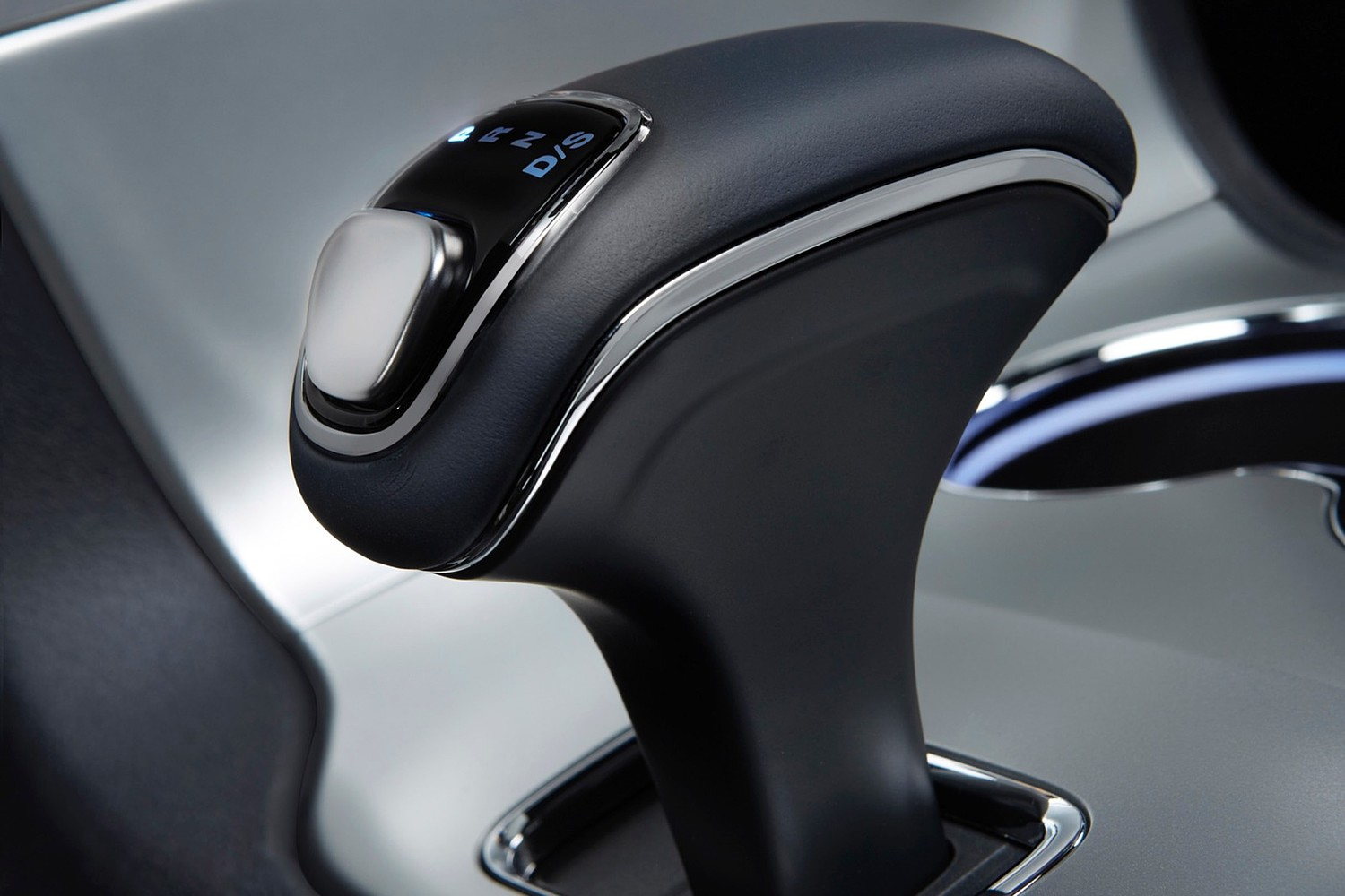 Jeep Grand Cherokee Limited 4dr SUV Shifter (2015 model year shown)