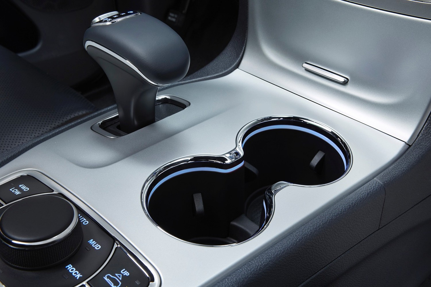 Jeep Grand Cherokee Limited 4dr SUV Cupholders (2015 model year shown)