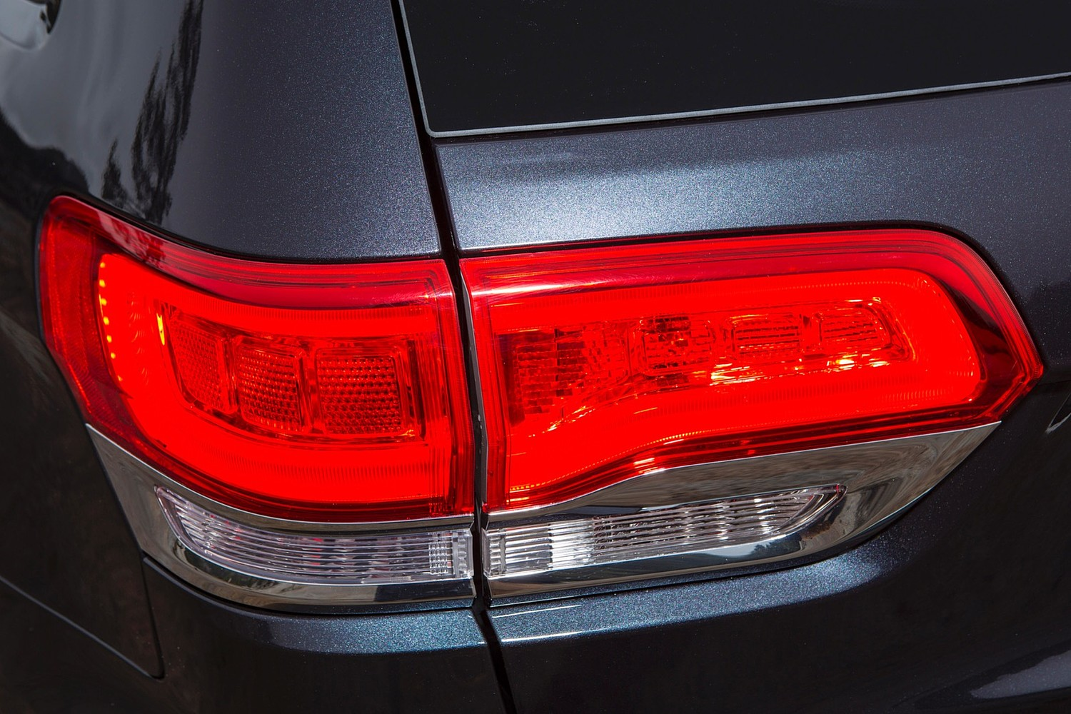 Jeep Grand Cherokee Limited 4dr SUV Tail Lamp Detail (2015 model year shown)