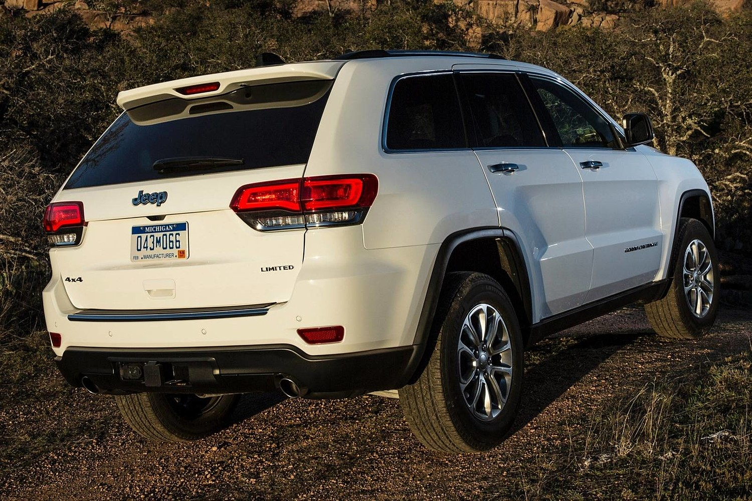 Jeep Grand Cherokee Limited 4dr SUV Exterior (2015 model year shown)
