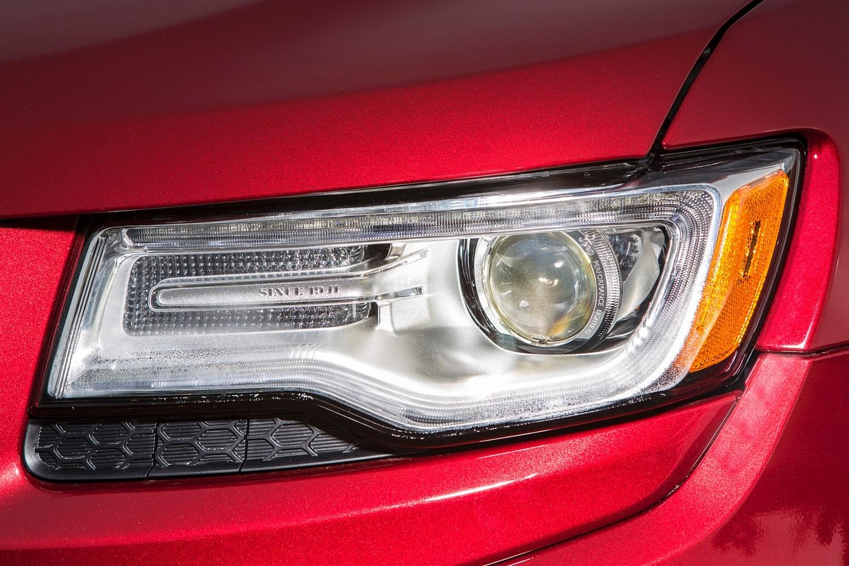 Jeep Grand Cherokee Summit 4dr SUV Headlamp Detail (2015 model year shown)