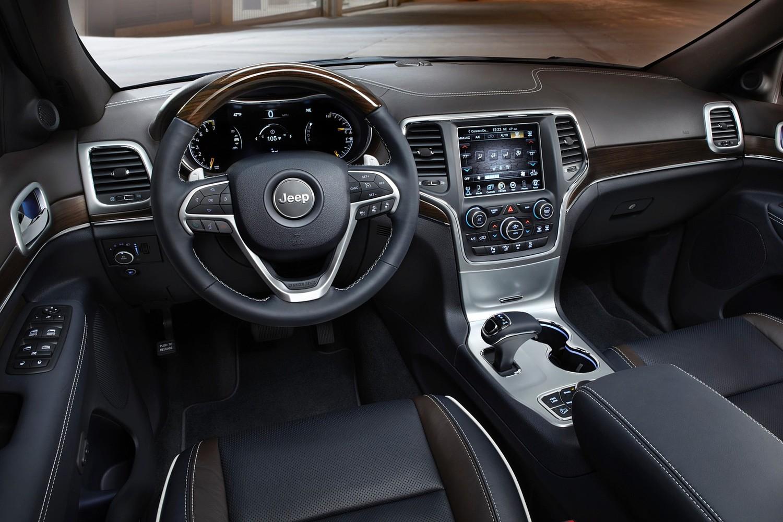 Jeep Grand Cherokee Summit 4dr SUV Interior (2015 model year shown)