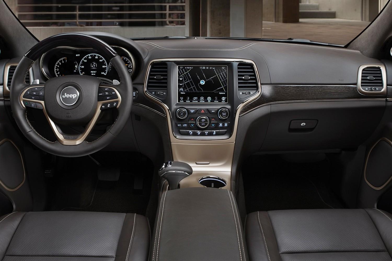 Jeep Grand Cherokee Summit 4dr SUV Dashboard (2015 model year shown)