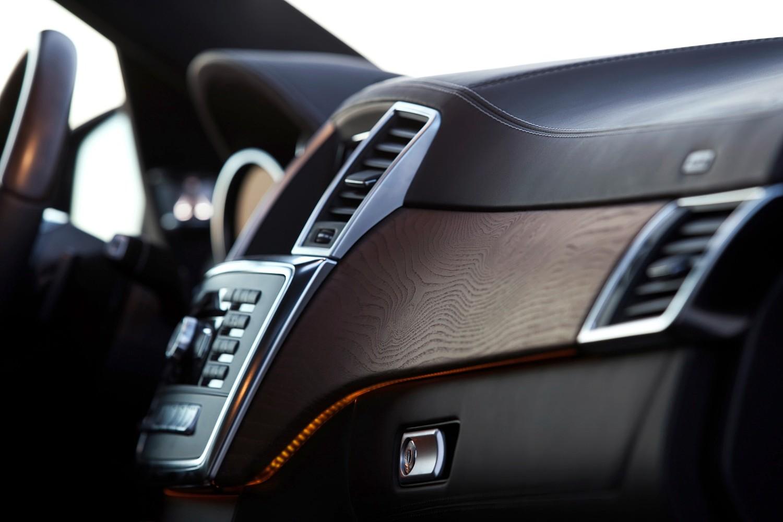 Mercedes-Benz GL-Class GL350 BlueTEC 4MATIC 4dr SUV Interior Detail (2015 model year shown)