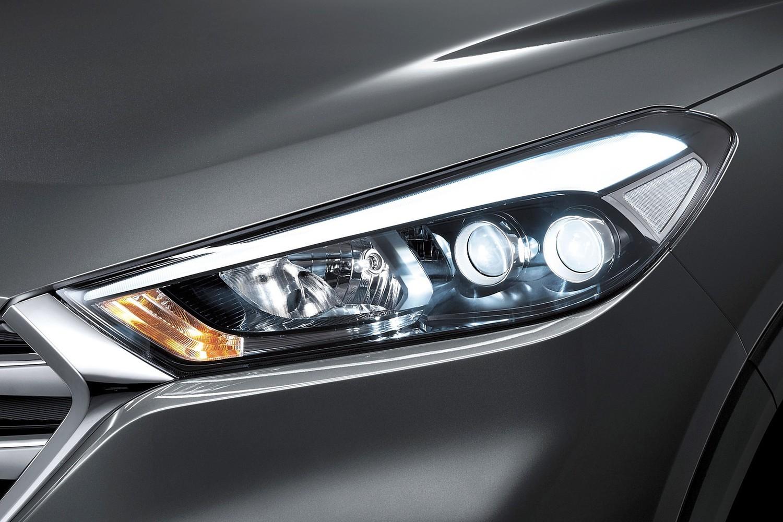 2016 Hyundai Tucson Limited 4dr SUV Headlamp Detail