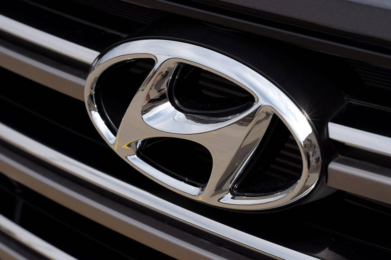 2016 Hyundai Tucson Limited 4dr SUV Front Badge