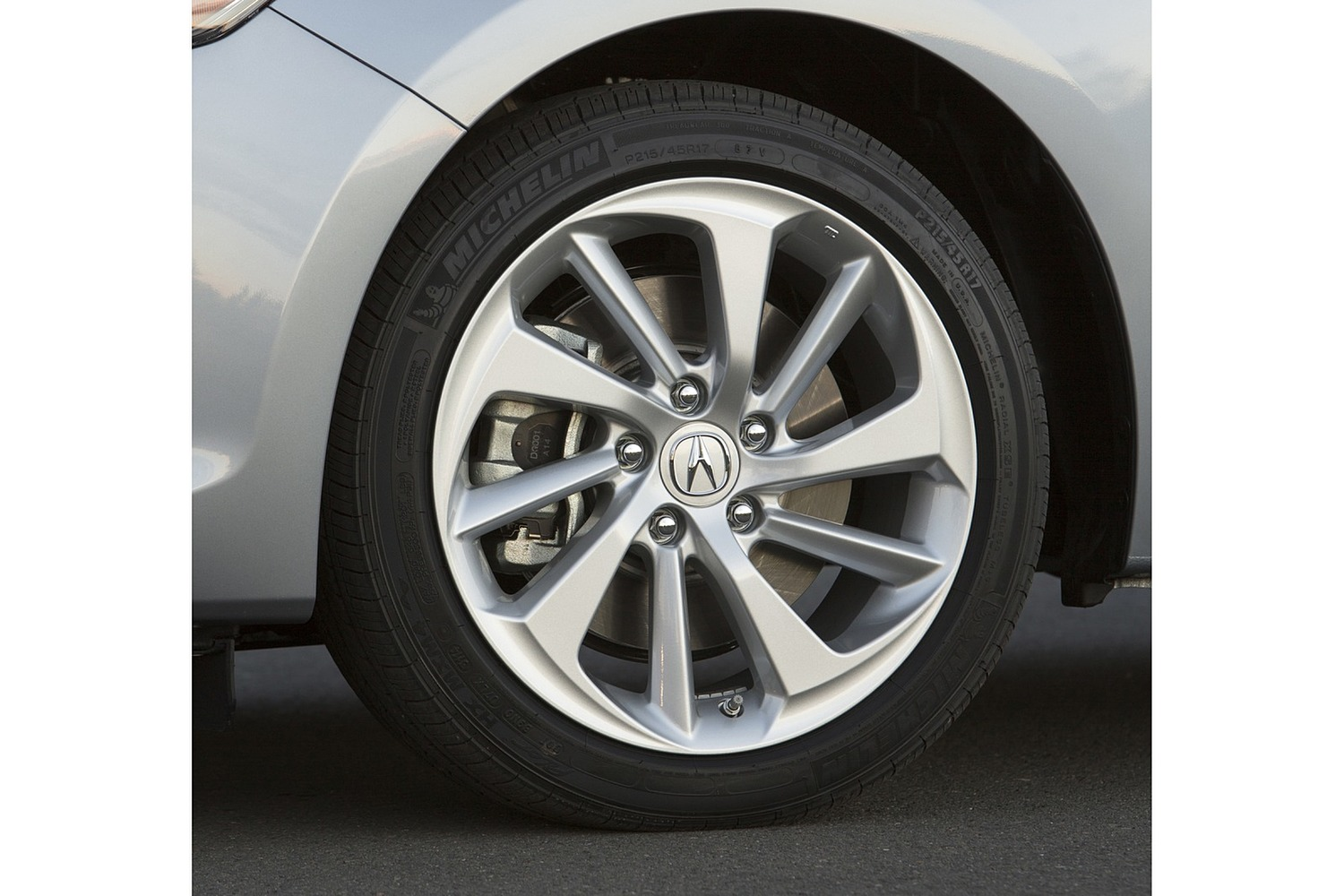Acura ILX Technology Plus Package Sedan Wheel (2016 model year shown)
