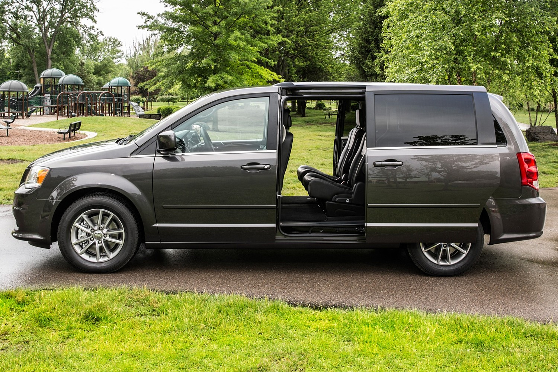 2015 Dodge Grand Caravan SXT Plus Minivan Profile
