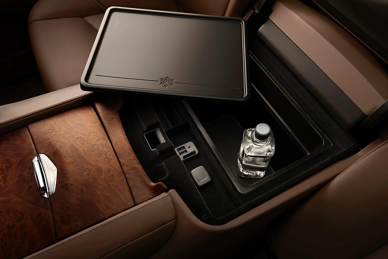 2015 Cadillac Escalade Platinum 4dr SUV Center Console
