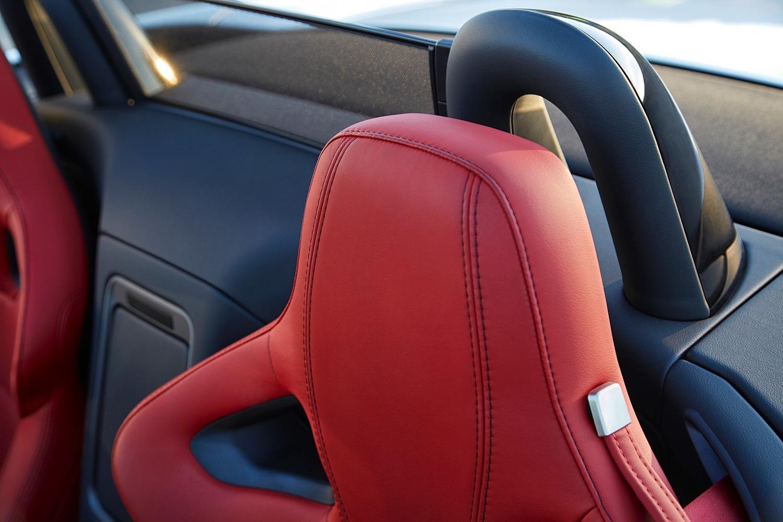 2016 Jaguar F-TYPE R Convertible Interior Detail
